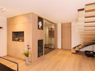 Eingangsbereich und Treppensituation Moderne Wohnzimmer von archiall2 Modern