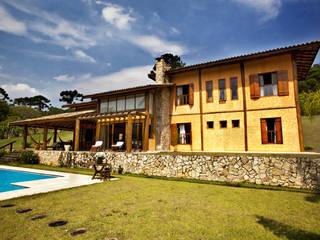 Häuser von Bianka Mugnatto Design de Interiores, Rustikal