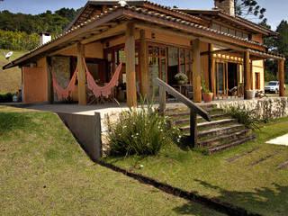 Rustic style house by Bianka Mugnatto Design de Interiores Rustic