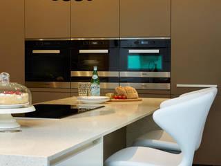 MR & MRS HARRISON'S KITCHEN:  Kitchen by Diane Berry Kitchens