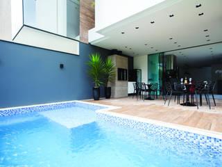 Minimalist pool by ZAAV Arquitetura Minimalist