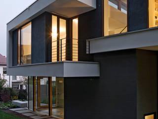 Rückansicht mit besonderen Putzfassaden Moderne Häuser von Kauffmann Theilig & Partner, Freie Architekten BDA Modern
