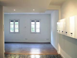 Casas modernas: Ideas, imágenes y decoración de Salas Arquitectura+Diseño Moderno