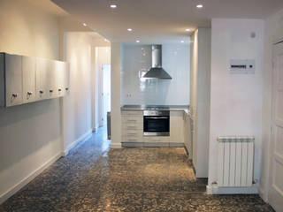 Cucina moderna di Salas Arquitectura+Diseño Moderno