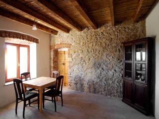 CASA SH - POSADA (NU): Case in stile in stile Mediterraneo di ARANXIU OFFICINA DI ARCHITETTURA