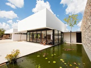 Modern Houses by Gonzalez Amaro Modern