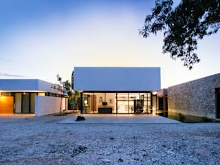 Houses by Gonzalez Amaro, Modern
