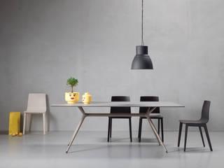 SCAB DESIGN - tavolo Metropolis XL e sedie Smilla:  in stile  di SCAB GIARDINO S.p.A.