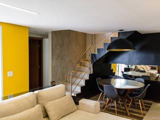Pasillos y recibidores de estilo  por 285 arquitetura e urbanismo