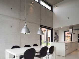 Einfamilienhaus KN08 auf dem Schurwald Moderne Esszimmer von Schiller Architektur BDA Modern