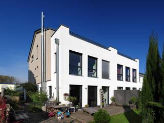 Doppelhaushälfte, Außenfassade:  Häuser von Baugeschäft Heckelsmüller