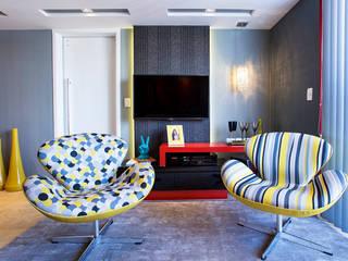 Poltronas Swan: Sala de estar  por Lo. interiores