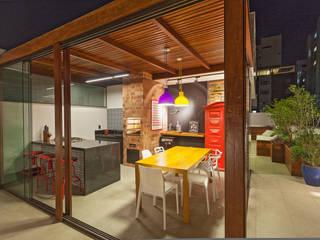 Cobertura .SC: Terraços  por Amis Arquitetura & Design