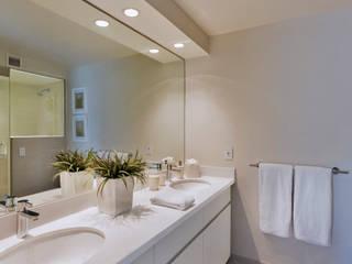 Baño recámara principal Weber Arquitectos Baños modernos