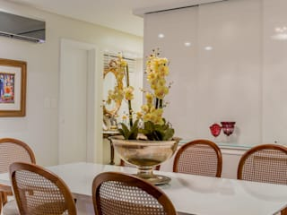 Modern dining room by Bruno Sgrillo Arquitetura Modern