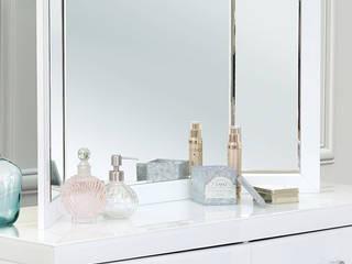 Colleta White Triple Folding Mirror homify Vestidores y closetsEspejos Vidrio Blanco