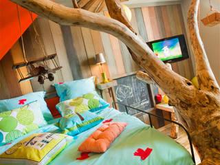 la cabane d'Anais de la maison roulante: Chambre d'enfants de style  par Tabary Le Lay