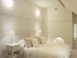 Voysey House Studland Modern style bedroom by john bullock lighting design Modern