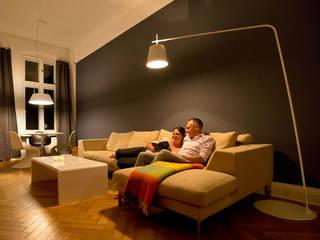Entspannungsbereich im Wohnzimmer:  Wohnzimmer von jack be nimble  - lighting | design | innovation