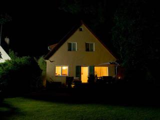 Das Wohnhaus vor der Lichtgestaltung:  Garten von jack be nimble  - lighting | design | innovation
