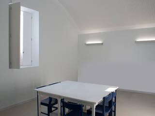 Ruang Studi/Kantor Modern Oleh ACANTO Ldª Modern