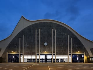 Mehr! Theater im Hamburger Großmarkt Moderne Veranstaltungsorte von jack be nimble - lighting | design | innovation Modern