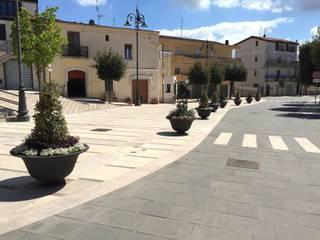 Fioriere per una piazza. Sedi per eventi in stile rustico di Tommaso Magaldi garden design Rustico