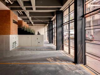Residencial Z53: Garajes de estilo  por Grupo Nodus Arquitectos