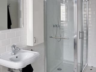 t Classic style bathroom