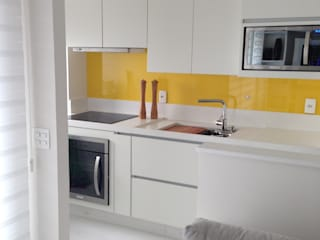 Adriana Fiali e Rose Corsini - FICODesign Modern kitchen Yellow