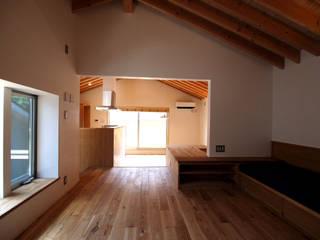 吉祥寺の家: 有限会社エムテイ建築工房が手掛けたリビングです。