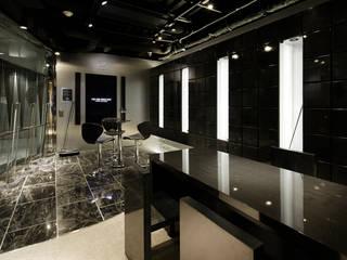 一級建築士事務所アトリエm Office spaces & stores Stone Black