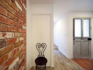一級建築士事務所アトリエm Mediterranean corridor, hallway & stairs