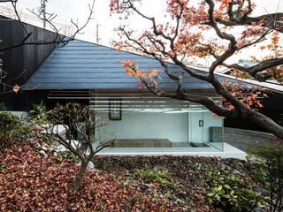 佐井寺のハナレ: IZUE architect & associatesが手掛けた庭です。