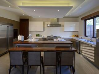 Cocina casa GL: Cocinas de estilo moderno por VICTORIA PLASENCIA INTERIORISMO