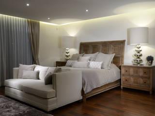 Dormitorios de estilo moderno por VICTORIA PLASENCIA INTERIORISMO