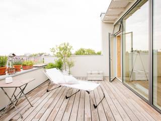 Modern Terrace by Jan Tenbücken Architekt Modern