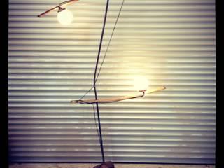 """Luminaire """"La Jongleuse"""" récup-éclaire (Thibaut Richard) SalonEclairage Bois massif"""