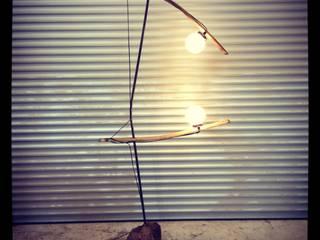 """Luminaire """"La Jongleuse"""" récup-éclaire (Thibaut Richard) ArtSculptures Fer / Acier"""