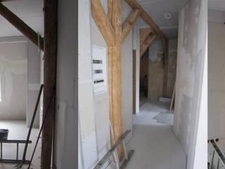 Dachgeschossausbau:  Wohnzimmer von Like Interior Mertens & Wollmer Designerinnen PartGmbB