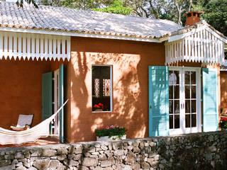 Célia Orlandi por Ato em Arte Casas de estilo rural Ladrillos Naranja