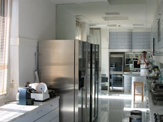 ARCHITETTO MARIANTONIETTA CANEPA Modern kitchen