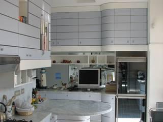 Кухня в стиле модерн от ARCHITETTO MARIANTONIETTA CANEPA Модерн