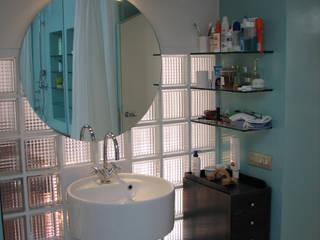 ARCHITETTO MARIANTONIETTA CANEPA Modern style bathrooms