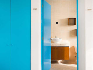Bathroom by Arq Mobil, Mediterranean