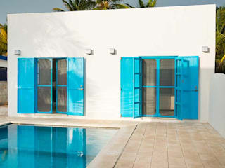Arq Mobil Piscinas de estilo mediterráneo Azul