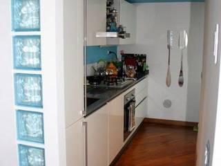 Trilocale ristrutturazione Cucina moderna di CA'MI design Moderno