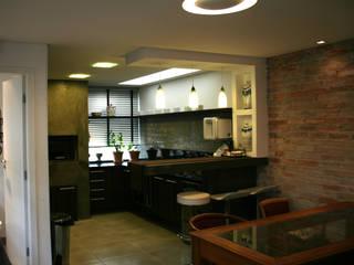 REFORMA SOBRADO CURITIBA Casas modernas por Moradaverde Arquitetura Ltda. Moderno