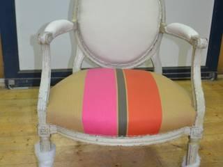 Pose du tissu assise:  de style  par L'Impromptue