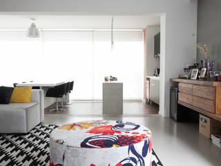 Apartamento Itaim : Salas de estar  por Arquitetura Juliana Fabrizzi